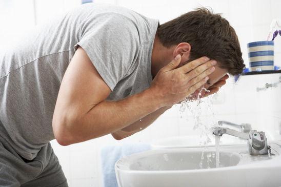 Pickel nach Rasur - Waschen