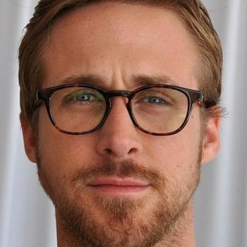 Ryan Gosling mit Brille und Bart