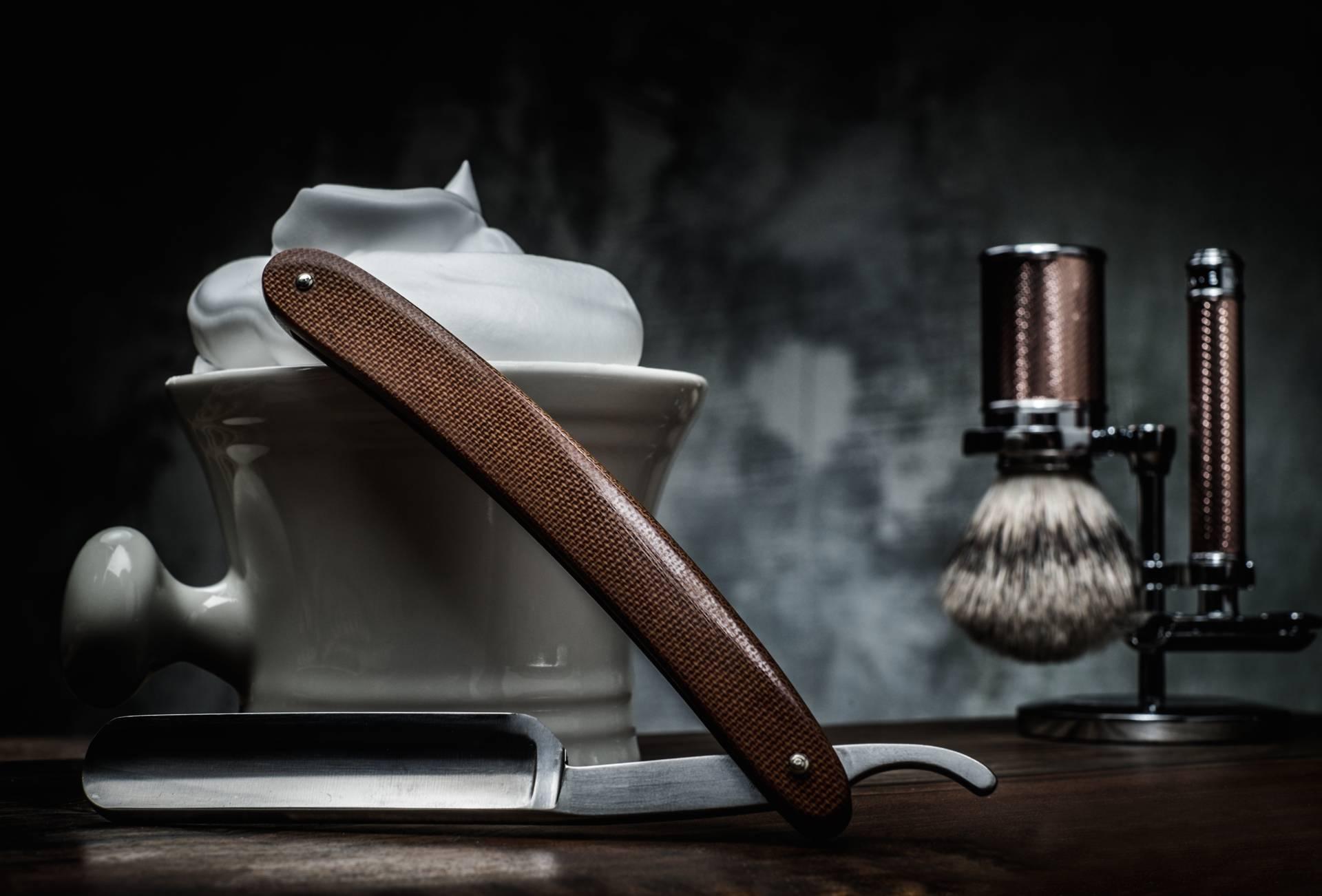 Rasiermesser, Schaum und Pinsel