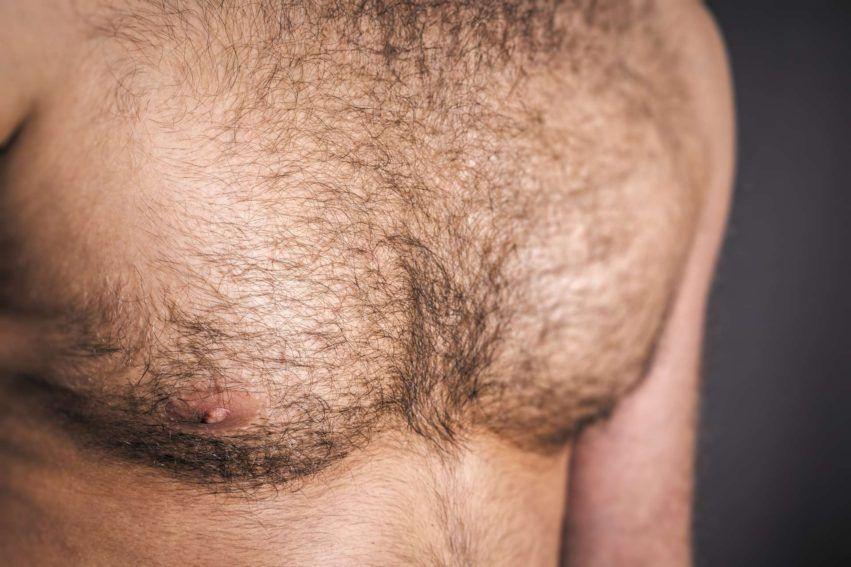 Mann mit Brusthaaren